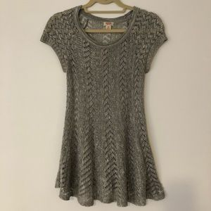 Crochet crew neck top with cap sleeve - S